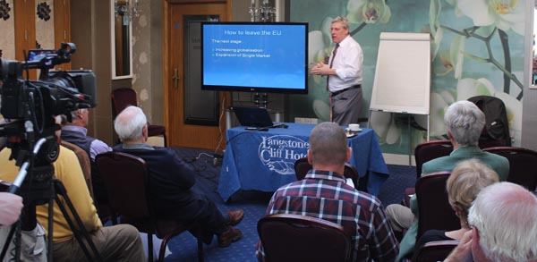 000a Dawlish-026 talk.jpg