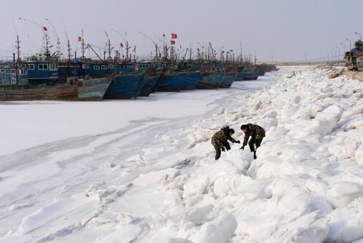 China frozen ships.jpg